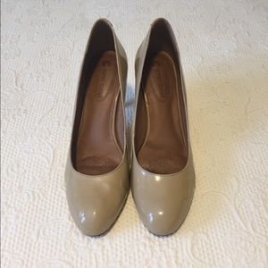 Patent leather nude heel